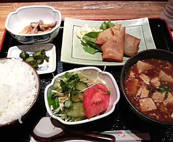 麻婆豆腐と春巻定食