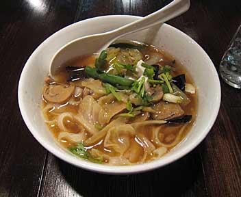 中国西安地方菜 刀削麺酒家/TOUSHOMENSHUKA/野菜いっぱい、五目野菜刀削麺