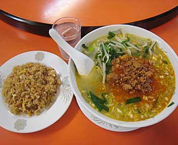四川麺と半チャーハン