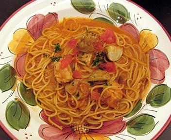 タパス&タパス/Tapas & Tapas 高田馬場店/チキンとポテトのデミグラストマトソーススパゲティ
