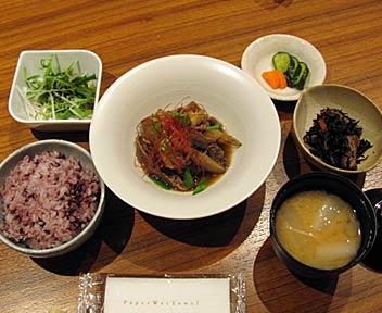ごぼうと牛肉のうま煮定食