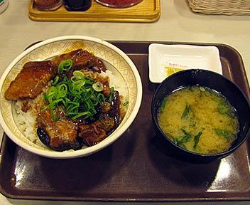 豚とろ角煮丼(並)