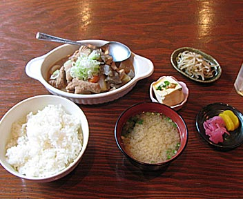 AWARD/豚もつ煮込み定食
