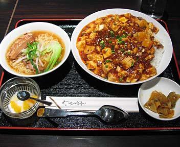 マーボ豆腐丼+半ラーメン